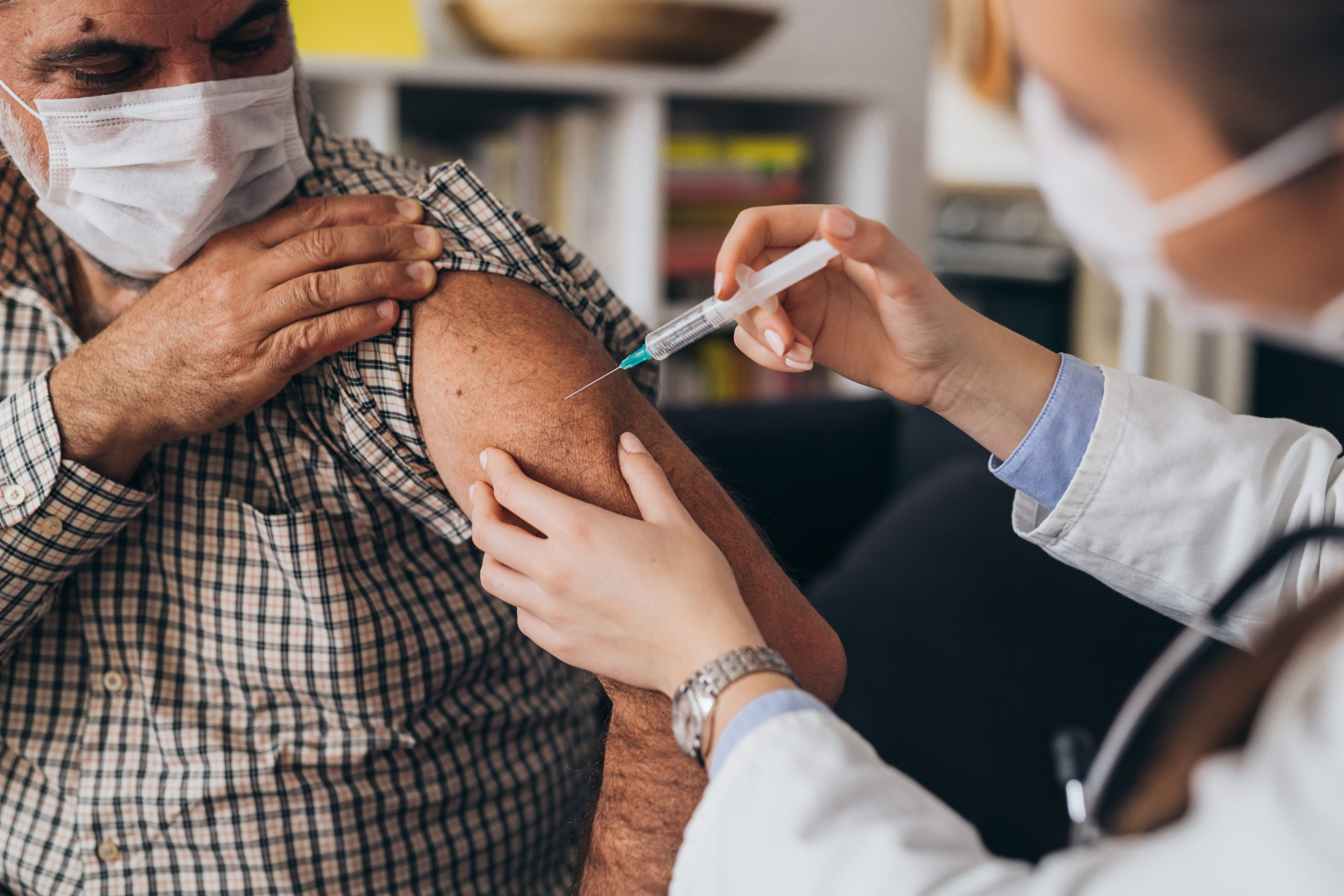 vaccination homme en intremusculaire